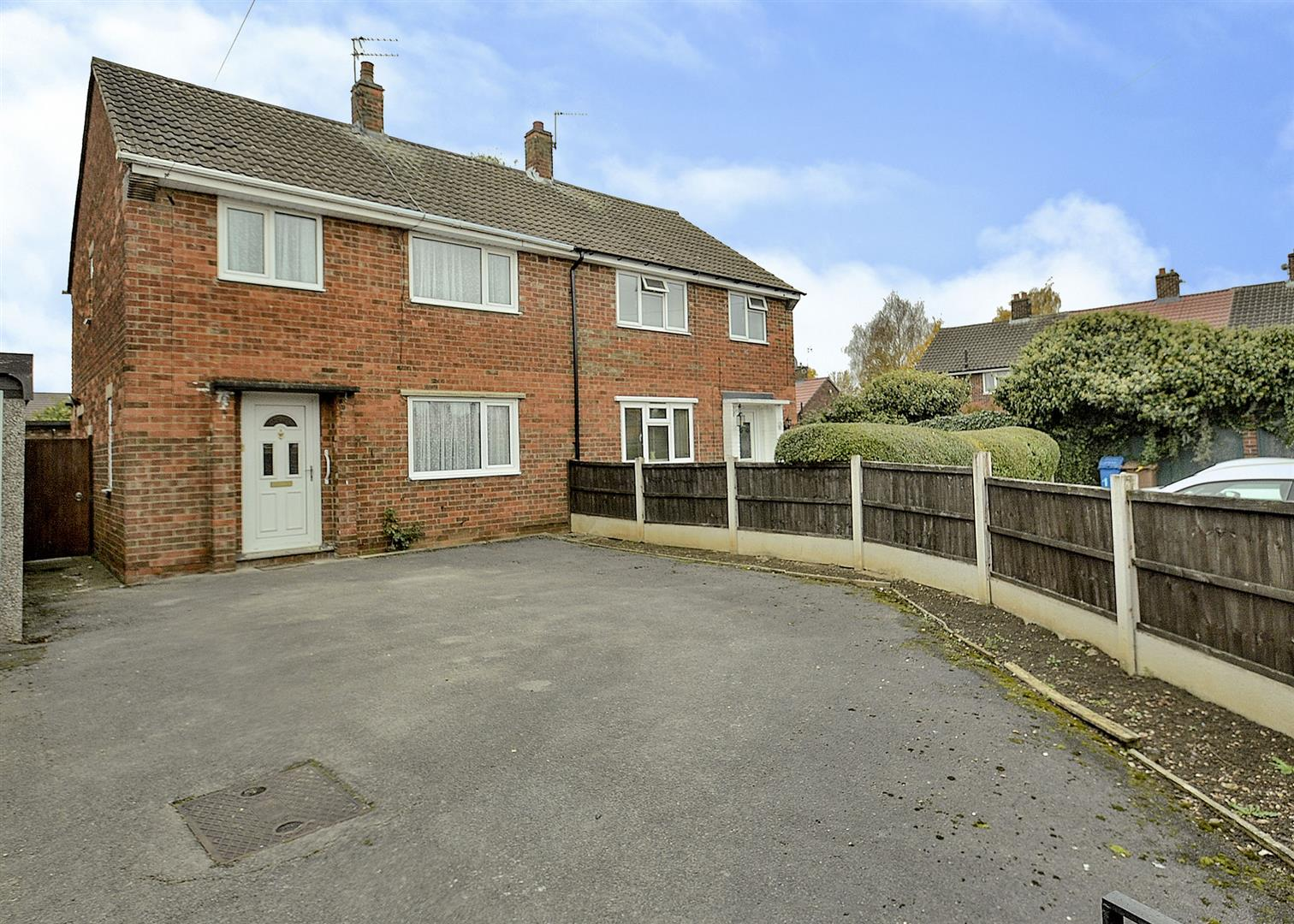 3 Bedrooms Semi Detached House for sale in Coniston Road, Long Eaton